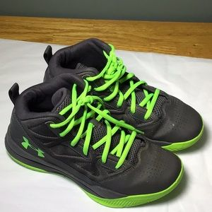 Boys 6Y under armor basketball tennis shoes.